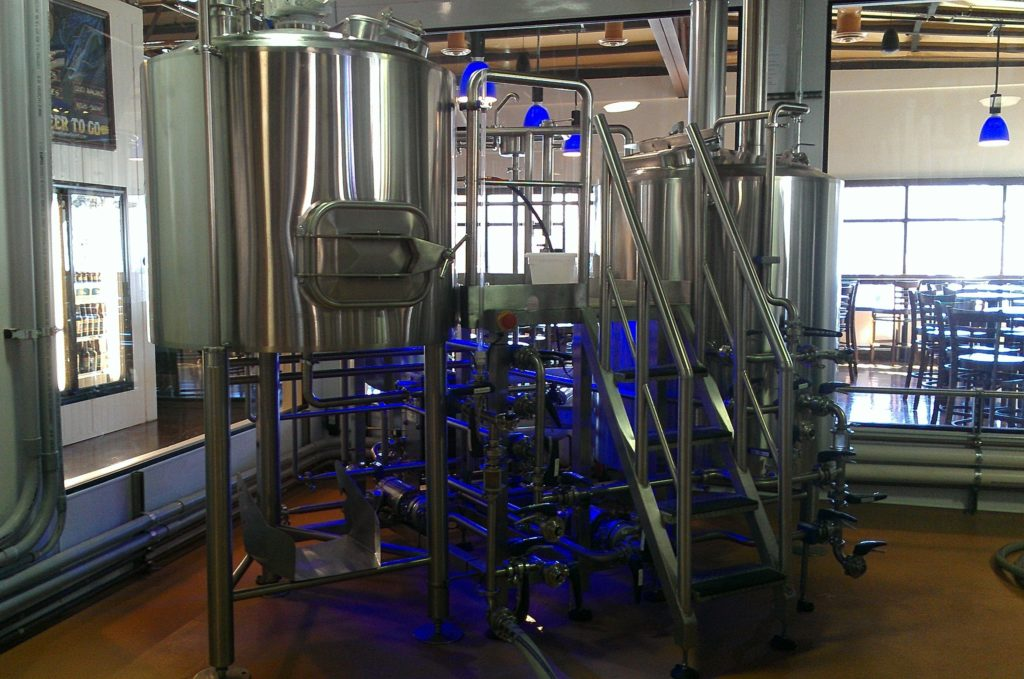 yep, this long legged 4BBL brewhouse has tricked out low rider lights under the brew platform.